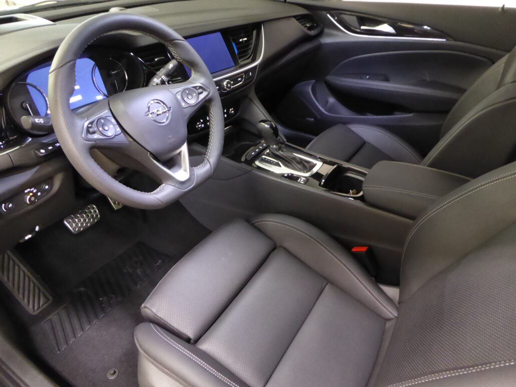 OPEL INSIGNIA Grand Sport Executive GS 175 D T A AWD  sis talvirenkaat